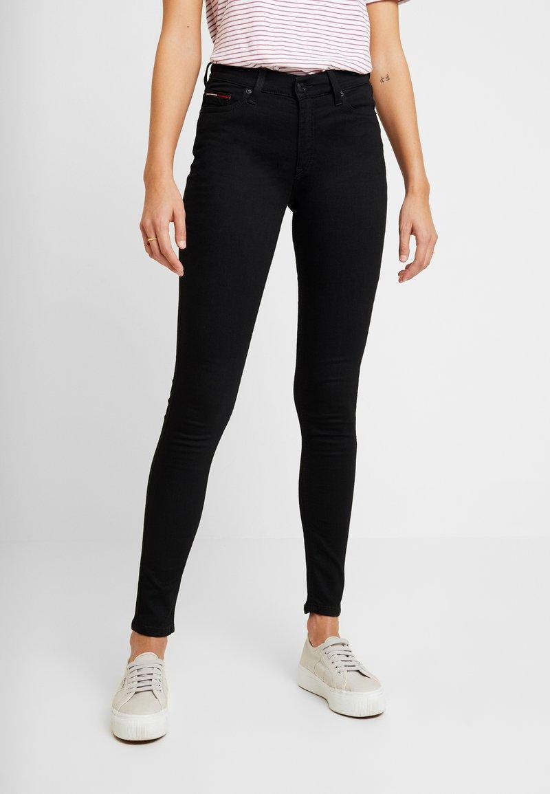 Tommy Jeans - MID RISE SKINNY NORA - Jeans Skinny Fit - black denim