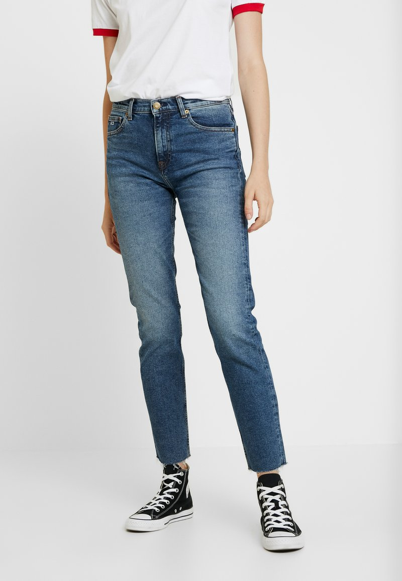 Tommy Jeans - HIGH RISE SLIM IZZY CROP ACMBC - Jeans slim fit - ace mid bl com