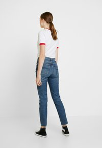 Tommy Jeans - HIGH RISE SLIM IZZY CROP ACMBC - Jeans slim fit - ace mid bl com - 2