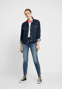 Tommy Jeans - HIGH RISE SLIM IZZY CROP ACMBC - Jeans slim fit - ace mid bl com - 1