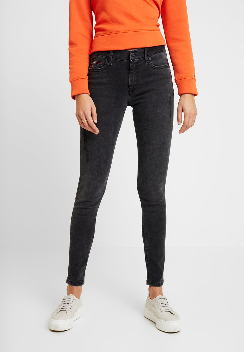 Tommy Jeans - MID RISE NORA - Jeans Skinny Fit - black denim