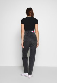Tommy Jeans - MOM JEAN TAPERED - Relaxed fit jeans - aries - 2