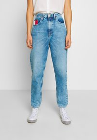 Tommy Jeans - MOM JEAN  - Relaxed fit jeans - save light blue rig - 0