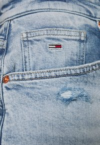 Tommy Jeans - MOM - Relaxed fit jeans - cony light blue comfort destructed - 5