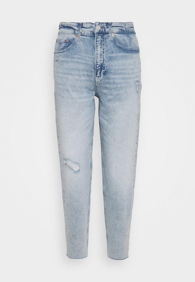 MOM JEAN HR TPRD CNLBCD - Relaxed fit jeans - cony light blue comfort destructed