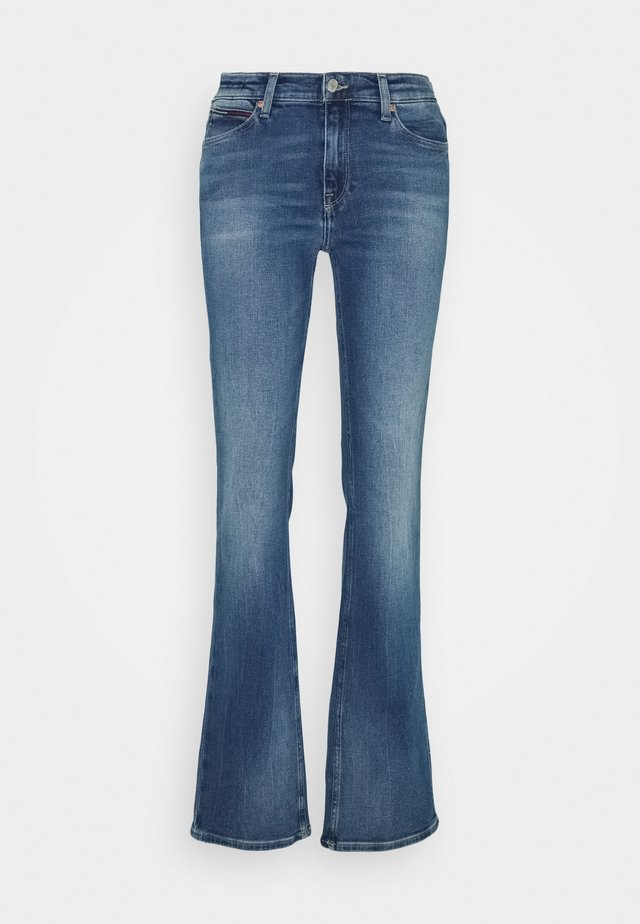 MADDIE BOOTCUT - Jeans Bootcut - evelin mid blue comfort