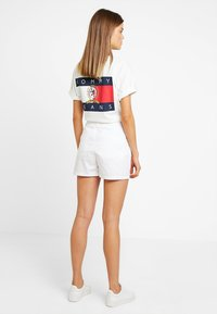 Tommy Jeans - SUMMER ESSENTIAL - Shorts - classic white - 2