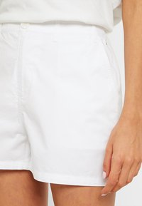 Tommy Jeans - SUMMER ESSENTIAL - Shorts - classic white - 4