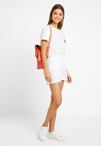 Tommy Jeans - SUMMER ESSENTIAL - Shorts - classic white - 1