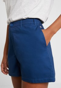 Tommy Jeans - SUMMER ESSENTIAL - Shorts - estate blue - 4