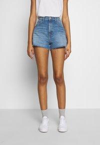 Tommy Jeans - HOTPANTS - Jeansshorts - blue Denim - 0