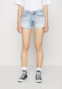 Tommy Jeans - HOTPANT  - Farkkushortsit - light blue - 0