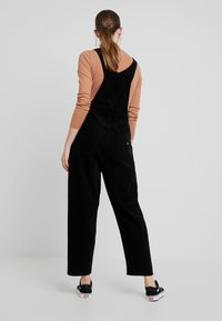 Tommy Jeans - REGULAR STRAIGHT DUNGAREE - Peto - tommy black - 2