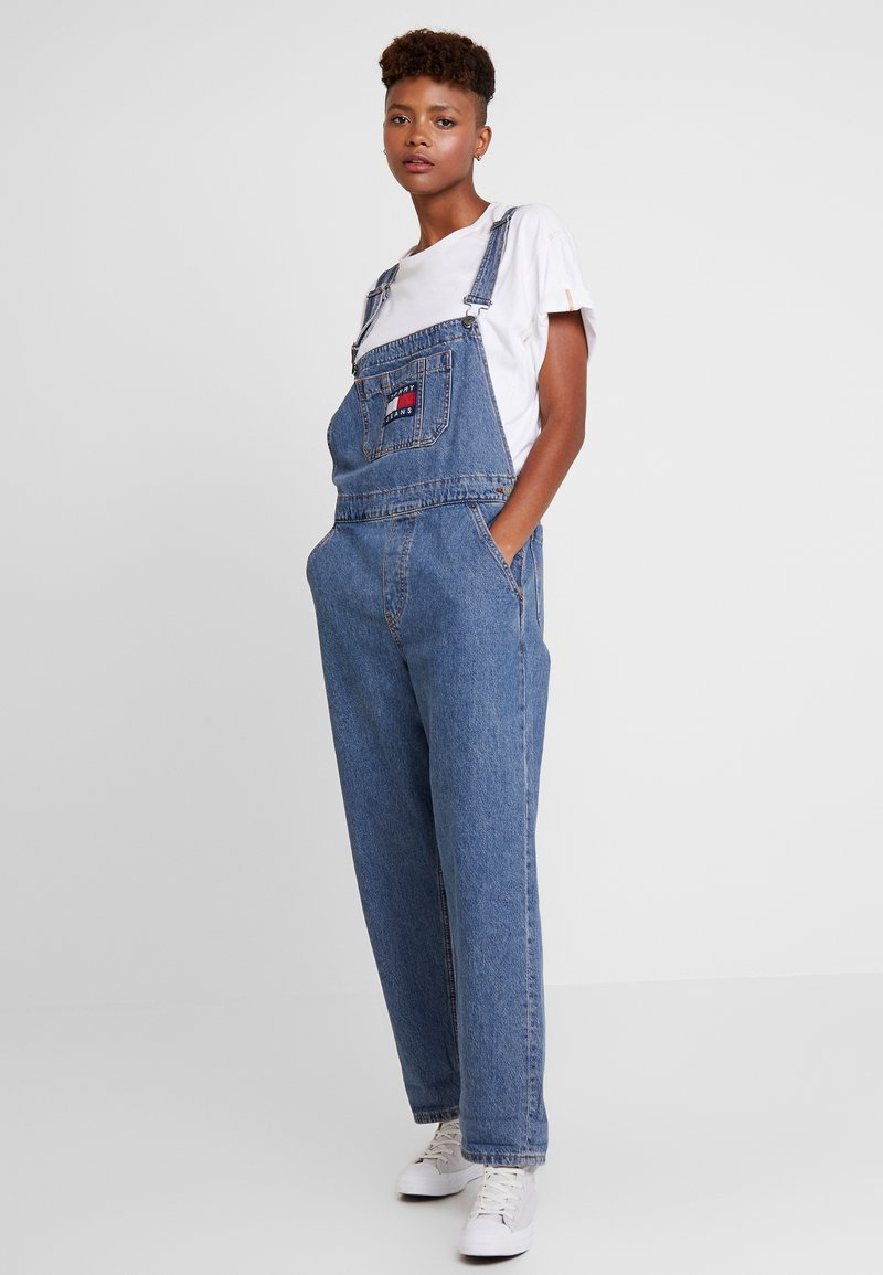 Tommy Jeans - REGLR STRAIGHT DUNGAREE - Salopette - flag mid blue rig