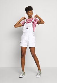 Tommy Jeans - DUNGAREE SHORT - Dungarees - classic white - 1