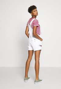 Tommy Jeans - DUNGAREE SHORT - Dungarees - classic white - 2