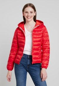 Tommy Jeans - QUILTED ZIP THRU - Light jacket - flame scarlet - 0