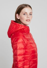 Tommy Jeans - QUILTED ZIP THRU - Light jacket - flame scarlet