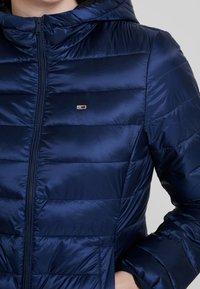 Tommy Jeans - QUILTED ZIP THRU - Light jacket - black iris - 5