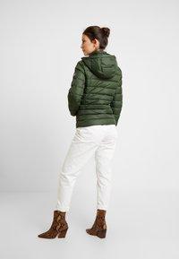 Tommy Jeans - ESSENTIAL HOODED JACKET - Chaqueta de plumas - kombu green - 4