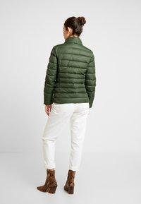 Tommy Jeans - ESSENTIAL HOODED JACKET - Chaqueta de plumas - kombu green - 3