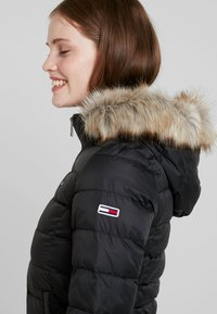 Tommy Jeans - ESSENTIAL HOODED JACKET - Chaqueta de plumas - tommy black