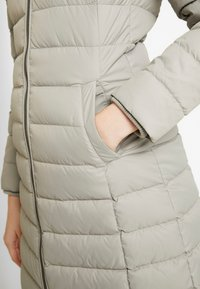 Tommy Jeans - ESSENTIAL HOODED COAT - Donsjas - mourning dove - 8