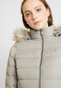 Tommy Jeans - ESSENTIAL HOODED COAT - Donsjas - mourning dove - 5
