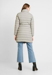 Tommy Jeans - ESSENTIAL HOODED COAT - Donsjas - mourning dove - 4