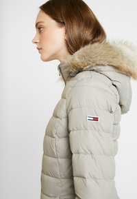 Tommy Jeans - ESSENTIAL HOODED COAT - Donsjas - mourning dove - 6