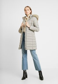 Tommy Jeans - ESSENTIAL HOODED COAT - Donsjas - mourning dove - 1