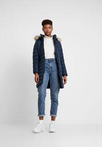 Tommy Jeans - ESSENTIAL HOODED COAT - Abrigo de plumas - black iris - 1