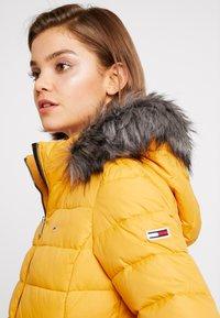 Tommy Jeans - ESSENTIAL HOODED JACKET - Winter jacket - golden glow - 5