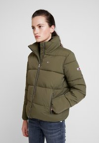 Tommy Jeans - MODERN JACKET - Zimní bunda - olive night - 0