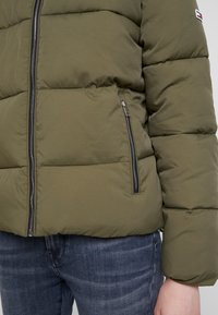 Tommy Jeans - MODERN JACKET - Zimní bunda - olive night - 5
