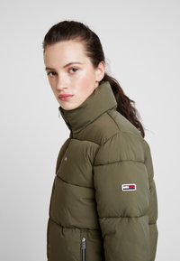 Tommy Jeans - MODERN JACKET - Zimní bunda - olive night - 3
