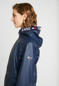 Tommy Jeans - TAPE DETAIL RAIN COAT - Regenjacke / wasserabweisende Jacke - black iris - 3