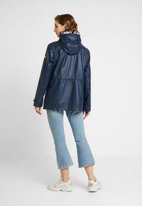 Tommy Jeans - TAPE DETAIL RAIN COAT - Regenjacke / wasserabweisende Jacke - black iris - 2