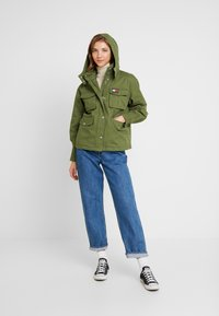 Tommy Jeans - PLEAT DETAIL SLEEVE - Giacca leggera - martini olive - 1