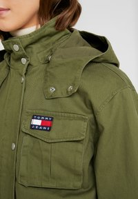 Tommy Jeans - PLEAT DETAIL SLEEVE - Giacca leggera - martini olive - 5
