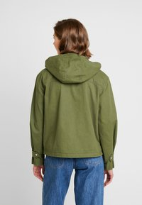 Tommy Jeans - PLEAT DETAIL SLEEVE - Giacca leggera - martini olive - 2
