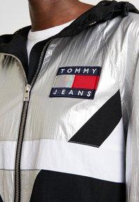 Tommy Jeans - BLOCK JACKET - Lett jakke - metallic - 6