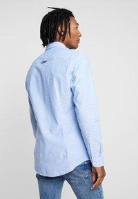 Tommy Jeans - Vapaa-ajan kauluspaita - blue - 2