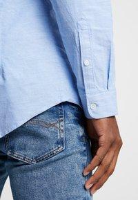 Tommy Jeans - Vapaa-ajan kauluspaita - blue - 5