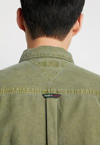 Tommy Jeans - WASHED OXFORD - Chemise - green - 5