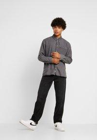 Tommy Jeans - REGULAR - Skjorta - black denim - 1