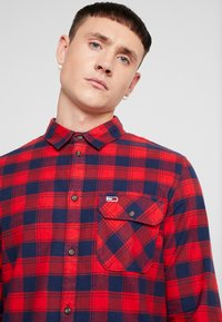 Tommy Jeans - CHECK SHIRT - Chemise - flame scarlet - 4