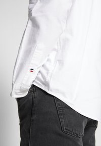 Tommy Jeans - OXFORD BADGE  - Skjorta - white - 4