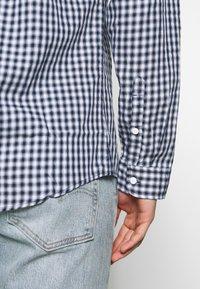 Tommy Jeans - GINGHAM SHIRT - Hemd - black iris/classic white - 7