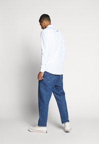 Tommy Jeans - NOVEL DOBBY POPLIN - Shirt - white/twilight navy - 2
